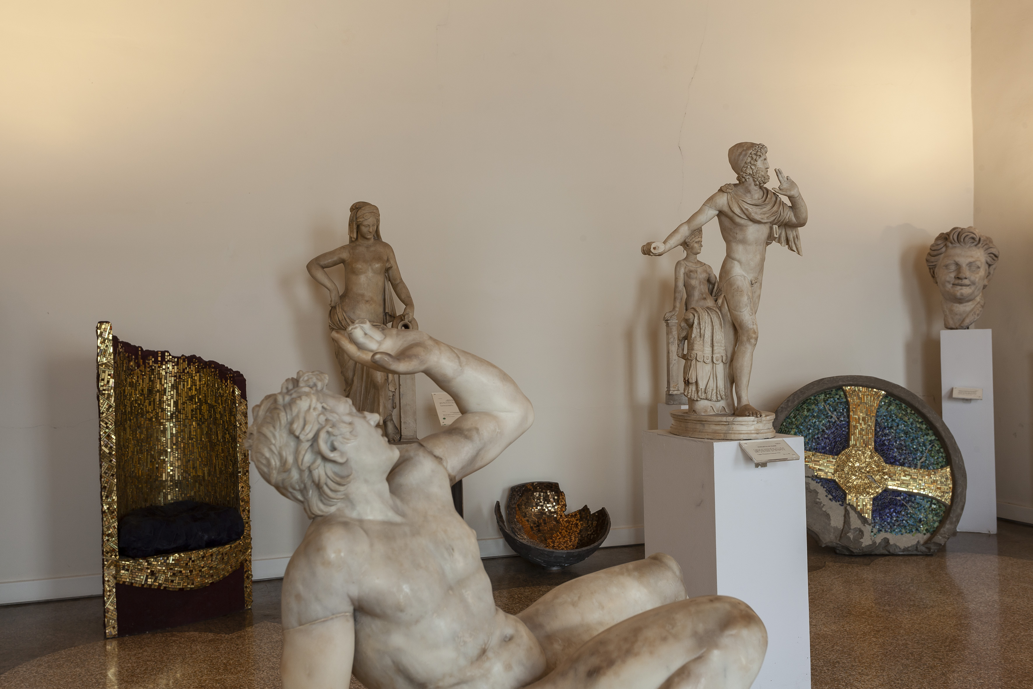 Patrizia Della Valle, Troni, 2009, _Arteologia_FG_Comunicazione