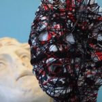 opera di B.pelizzon con testa bianca con fili neri e rossi